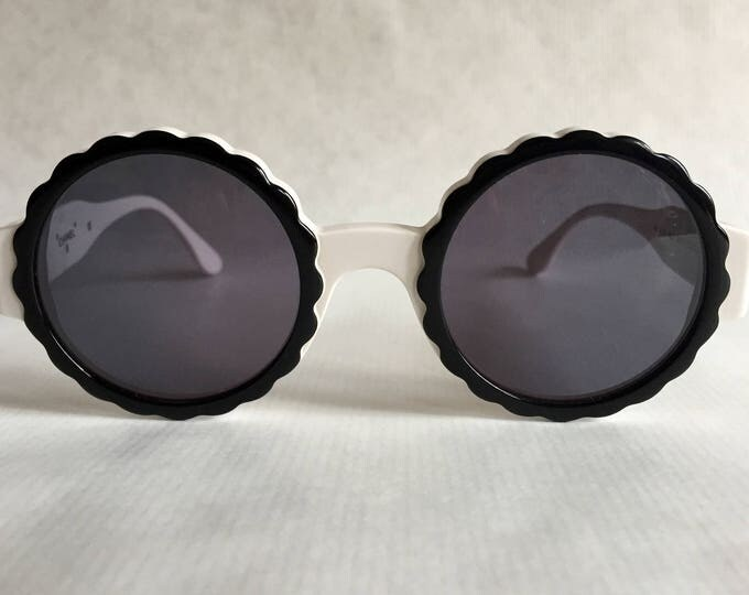 CHANEL 03524 C0200 Vintage Sunglasses New Old Stock including Box, Case and Cloth