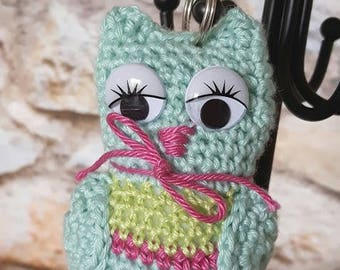 "Keychain ""OWL"" crocheted turquoise and fuchsia"
