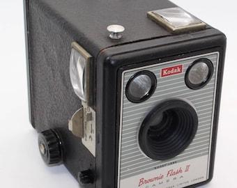 Kodak Brownie Flash II box camera 620 Film – c. 1957 to 1960 - Good condition with working shutter