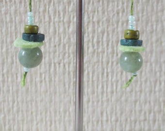 Green pearls earrings glass and felt 17