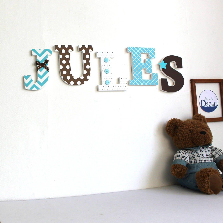 lettre prenom en bois lettres en bois jules turquoise et chocolat cadeau de with lettre en bois. Black Bedroom Furniture Sets. Home Design Ideas