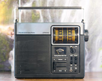 Vintage JC Penny AM/FM Radio Model #680-1851