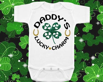 Daddy's Lucky Charm Irish St. Patricks Day Baby Shower Birthday Gift Idea Girl Boy Toddler Clothing Romper Shirt Tee Coming Home Cute Unisex