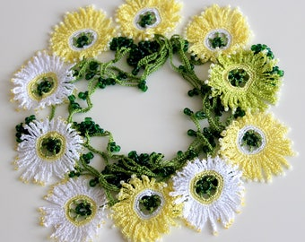 Daisy Necklace, Crochet necklace, White and Yellow Daisies, Lariat necklace, Floral necklace, Flower Choker