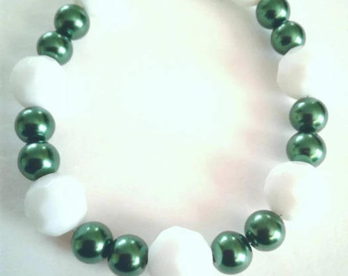 Green and White Beaded Bracelet, Beadwork, Statements Piece, Gift for Women.