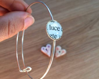 Rigid bracelet with small plate with glass attaching containing a word of your choice,