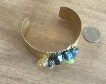 Golden tone braclet with stones in middle