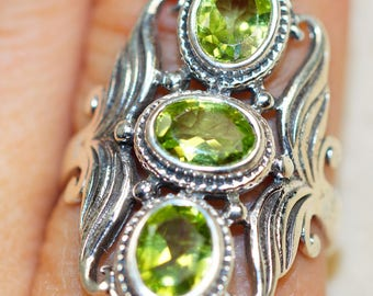 Peridot & 925 Sterling Silver Ring size 79 by Silver Trend