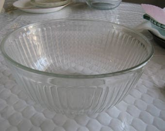 "Pyrex Sculptured Clear 10 Cup 8"" Round Vegetable Bowl #7403-8"