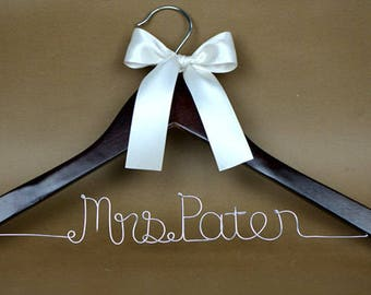 Personalized Wedding Hanger, Wedding Hanger, Personalized Custom Single Line Bride Name Bridal Hanger, Bride Hanger, Bridal wedding Gift