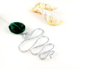Hand hammered Aluminum Aluminum Necklace Pearl Necklace for Her Green Agate for her
