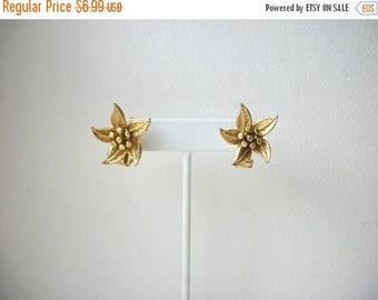 ON SALE Vintage 1930s Gold tone Floral Clip On Earrings 5817