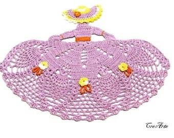 Purple crochet crinoline lady doily, centrino lilla a forma di dama all'uncinetto