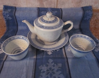 Chinese  Rice  Grain Teapot Hand Painted Blue White  2  Tea Cups Mk  China Mfg