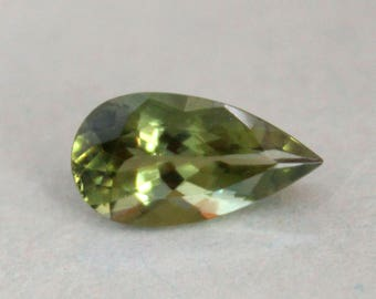 Gorgeous 4.30 Cts. Leaf Green Apatite Gemstone pear cut loose gemstone
