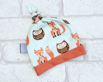 Baby Hat // Top Knot Baby Hat in fox and owl jersey fabric from Newborn and 0-3 months // Baby Clothes
