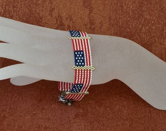 Peyote bracelet with the american flag, beadwoven bracelet, beaded cuff