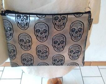 Skull flat bag and shoulder strap.