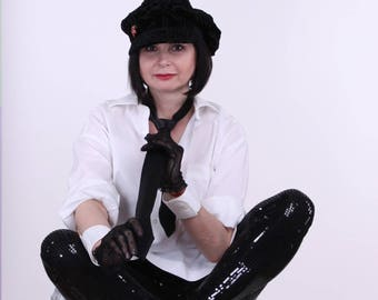 Cap female - newsboy cap, with a visor, a black velvet devore