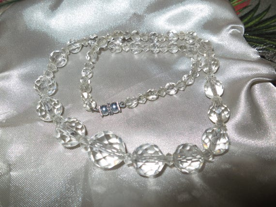 Beautiful vintage faceted clear cut crystal necklace