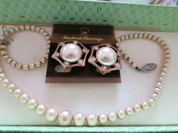 Lovely vintage set of glass pearl necklace and clip on earrings