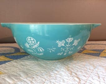 Vintage Pyrex Needlepoint Embroidery Turquoise 2 1/2 Qt Cinderella bowl 443