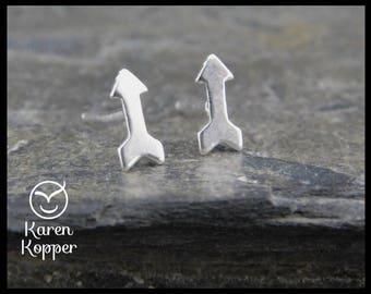 Tiny arrow stud earrings. Sterling silver 0.925. Posts earrings. Handmade. 218