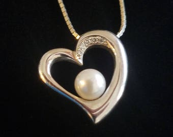 "CP040: 3.6g Vintage Solid Silver Curvy Heart Pendant with Pearl and Diamonds w/2.7g Solid Silver Modified Box Chain 17.75"" Sterling Necklace"