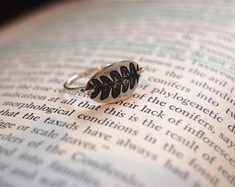 Featherweight Fern Ring