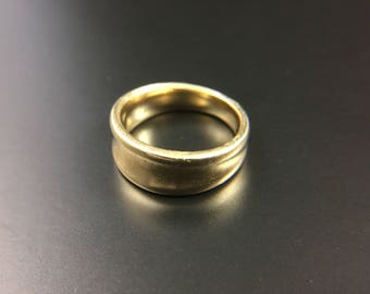 14K yellow gold ring band, size 5, weight 5.9 grams