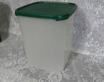 Tupperware # 1622  Container