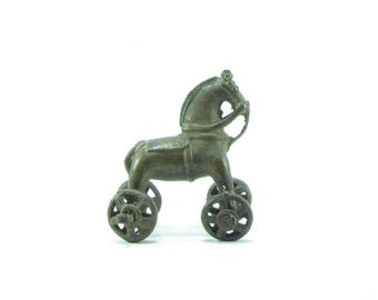Vintage brass horse pull toy,equestrian,horse lovers,India,Indian vintage,India,Horse on wheels,brass figurine,statue.collectible,Artifacts.