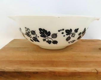 Retro Pyrex Mixing bowl