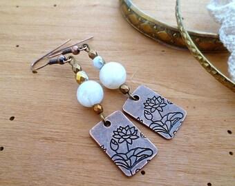 Boucles d'oreilles pierre de lune véritable, perle de bohème en cristal et médaille lotus cuivre, ethniques, cadeau femme, SAINT VALENTIN