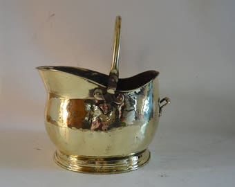 Lovely Vintage Brass Coal Scuttle Bucket with handle