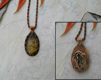 Wolf pendant, wolf totem, wolf totem necklace, labradorite wolf pendant, labradorite necklace, labradorite pendant, green stone pendant