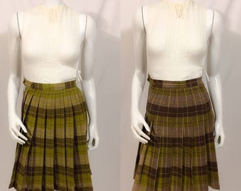 1950s Wool Plaid Skirt, Fit and Flair Style Skirt, Reversible skirt