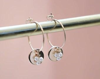 Boucles d'oreilles Liz perles d'eau douce, médaillon et dorées à l'or fin 24 carats