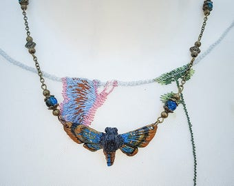 Moth Necklace Bronze/blue 4.5 cm