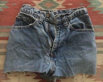 Vintage high rise levi shorts