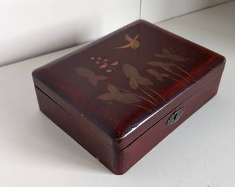 Chinese lacquered box with flowers and bird