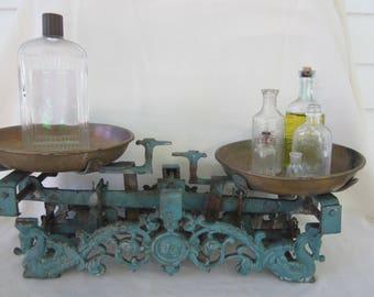 antique scale, balance scale, 5 Kg cast iron scale, ornate cast iron scale, cast iron balance scale, photo prop, decorative balance scale,
