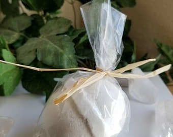 5 oz Oatmeal and Honey Bath Bomb