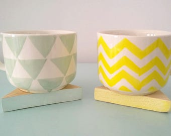 Set of 4 coasters, saucers yellow triangles