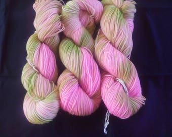 "100g socks wool with bamboo ""Delicate Roses"""