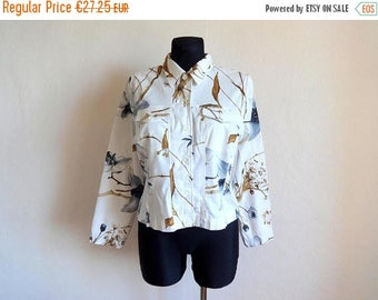 SALE 15% Vintage White Floral Shirt Top Women's Shirt Fashion 90s Front Pockets Padded Shoulders Cotton Blazer Long Sleeve