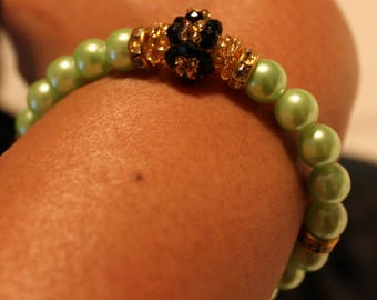 Cute Pearl & glass-beaded shamballa bracelet in green and black; beadweaving, handmade, beautiful, casual wear, party wear