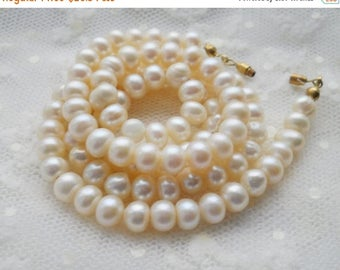 ON SALE Vintage Pearls Cream Pearls Vintage Pearl Wedding Necklace Pearl Necklace Vintage Beads FreshWater Pearls Old Pearl Necklace Wedding