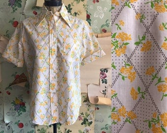 Vintage Deadstock 1970s Miss Holly Floral Button Up Yellow Floral Shirt. Large. Roll sleeves, oversized collar.