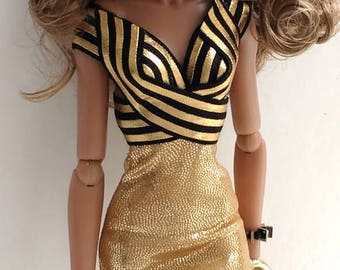 12 inch fashion doll dress is one size fits all fashion royalty integrity,nuface,fr,fr2,Barbie all other same size.